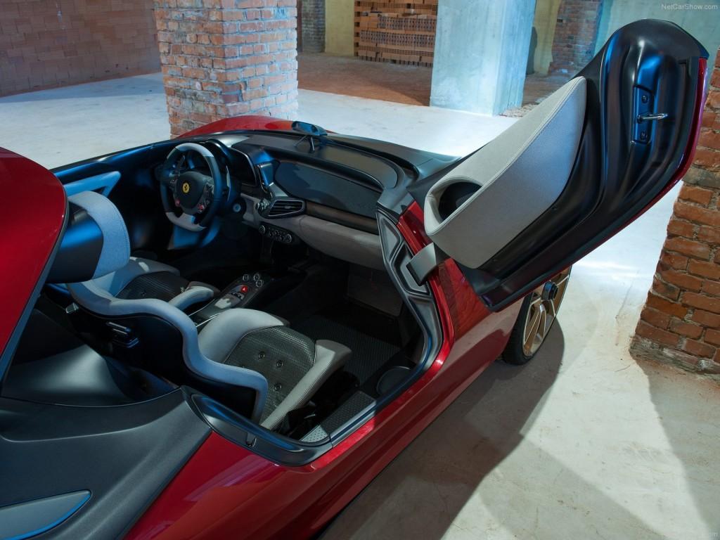 Ferrari без лобового стекла - дверь-гильотина